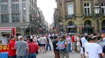 הולנד אמסטרדם קניות חנויות קניונים דוכנים